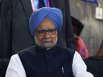 Prime Minister Manmohan Singh remembers NKP Salve as 'a distinguished leader'