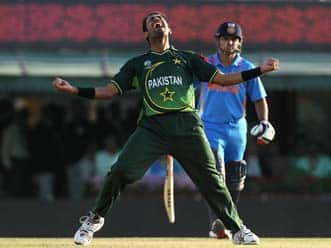 Riaz dazzles as Pakistan restrict India to 260