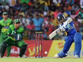 Pakistan batsmen duck under pressure against Sri Lanka in fourth ODI