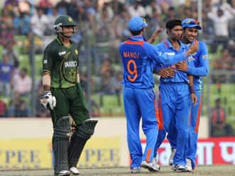 Virat Kohli and Rohit Sharma collision during India-Pakistan Asia Cup tie