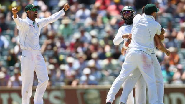 Australia vs South Africa, 3rd Test, Day Four – Michael Hussey dismissal