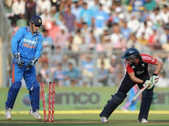 India restrict listless England to 220 in fourth ODI at Wankhede
