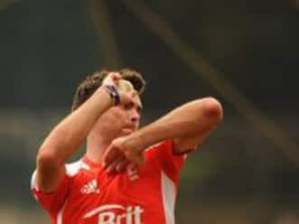 Strauss defends struggling James Anderson