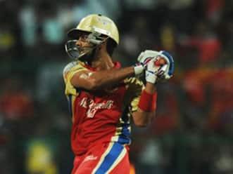 Kohli, Gayle turn it on as Bangalore post 181 for 5