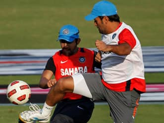 Frustrated Gambhir slams showboat Dhoni for stealing the limelight yet again!