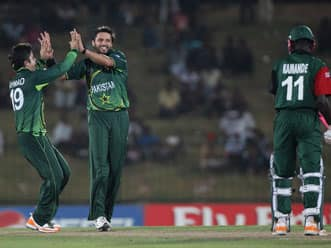 Afridi, half-centurions star in Pakistan's thumping win