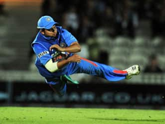 Spectacular catch by Suresh Raina during India-Pakistan Asia Cup match