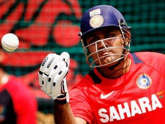 ICC World T20 2012: Virender Sehwag's injury a concern for India ahead of Super Eights