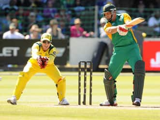 Kallis, Smith help South Africa set massive target against Australia