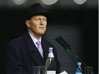 Overwhelming majority vote Geoffrey Boycott as Yorkshire county president