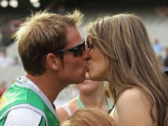 Liz Hurley tosses coin for Shane Warne's Melbourne Stars