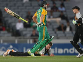 Live Cricket Score New Zealand vs South Africa 3rd T20 at Auckland: Kiwis chase 166 to win
