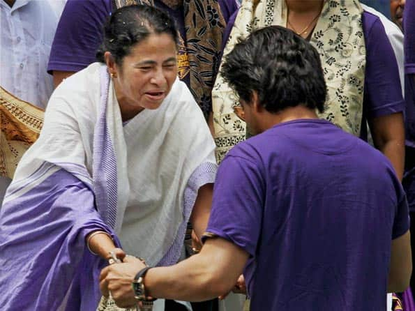 Mamata Banerjee appeals MCA president to reconsider decision on Shahrukh