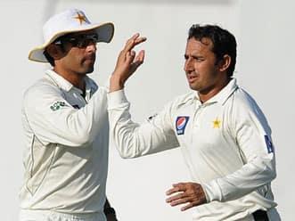 Sri Lanka in command as Pakistan lose two