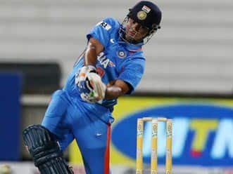 Raina gets wake-up call from Dhoni