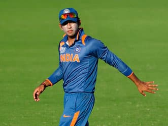 Kapil Sibal stands in support of Unmukt Chand, talks to Vice-Chancellor