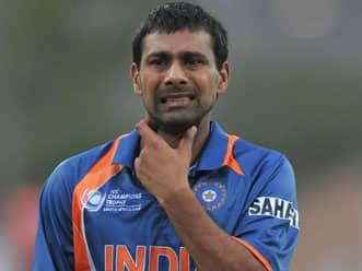 Will Sreesanth replace injured Praveen Kumar?