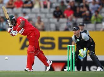 Masakadza and Chigumbura keep Zimbabwe's hopes alive in the 1st T20 at Auckland