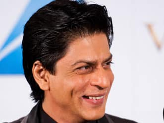 SRK apologises again for Wankhede brawl; refuses to be drawn into the issue