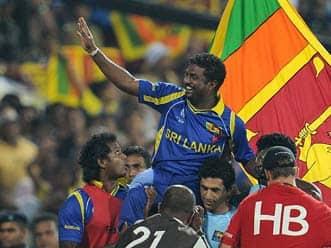 Murali bids goodbye to home fans as Sri Lanka reach final