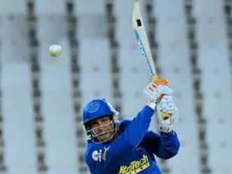 Concerted batting, poor bowling takes Kolkata to 171