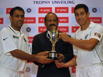MS Dhoni, Ross Taylor unveil India-New Zealand series trophy