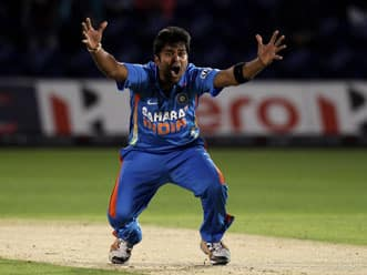 Vinay Kumar's four-for restricts England to 237
