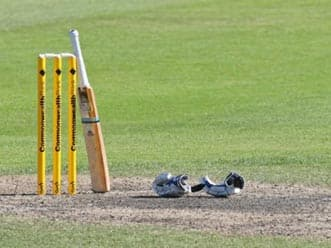 Powar's five-for helps Mumbai gain three points in Ranji tie against UP
