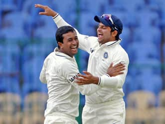 India restricts New Zealand to 365 as Ojha grabs five-for