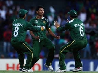 ICC World T20 2012: Pakistan thump Australia by 32 runs to keep hopes alive