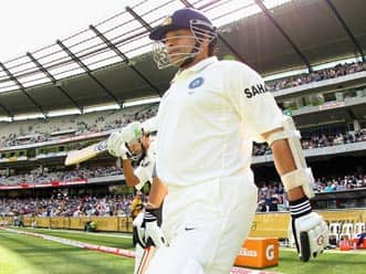 Melbourne crowd roars as Sachin Tendulkar comes out to bat