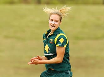Australian pacer Ellyse Perry asked to choose between cricket or football