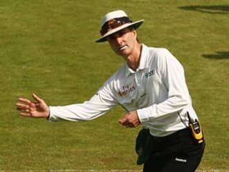 IPL 2012: Aleem Dar, Asad Rauf connect best to my sense of humour, says Billy Bowden