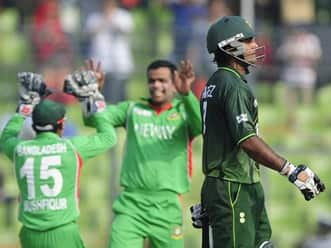 Disciplined Bangladesh keep Pakistan to 236 in Asia Cup final