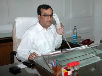 Sports minister Maken calls for investigation of tax violation in IPL