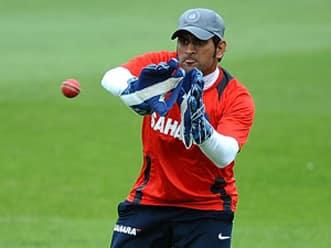 Sports minister Maken heaps praise on Dhoni
