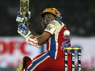 Dilshan, de Villiers edge out Royal Challengers Bangalore to reach 189