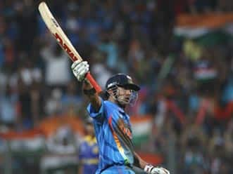 Dhoni dazzles as India corner World Cup glory