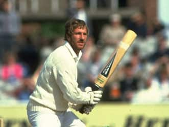 Botham's bat of 1981 Ashes to be auctioned