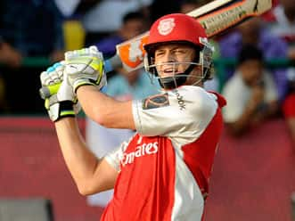Exemplary Gilchrist should help Kings XI score over Ganguly's Pune Warriors