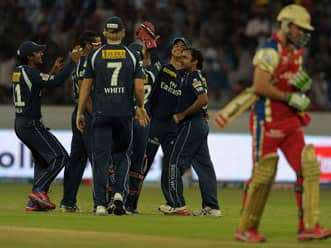 Deccan Chargers win thriller to throw Royal Challengers Bangalore out of IPL 2012