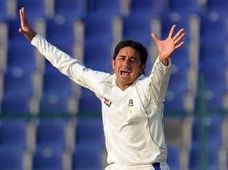 Saeed Ajmal passes doosra tips to Worcestershire team-mate