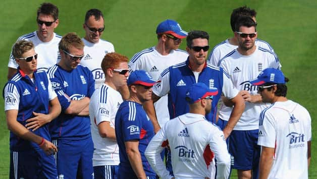 Ashes 2013-14: England team leaves for tour of Australia