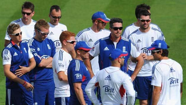 Ashes 2013-14: England team leaves for tour of Australia