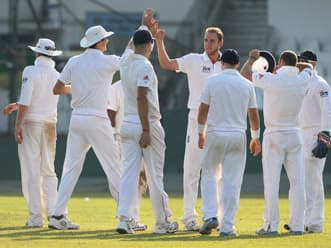 Anderson, Broad strikes leave Sri Lanka reeling in first session