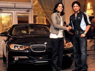 Sachin Tendulkar gifts BMW car to Saina Nehwal