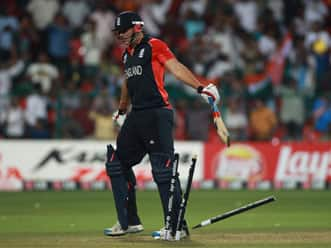 England fined for slow over-rate, Tim Bresnan reprimanded