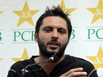 Seniors must shoulder responsibility: Afridi
