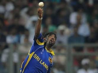 Murali shrugs off injury scare