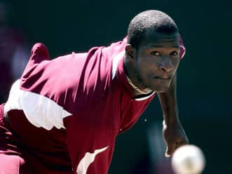 Bowlers gave away 20 runs too many: Sammy